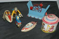 700.30: Blechspielzeug